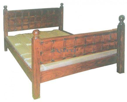 108002 Indiai teakfa ágy réz szegecsekkel